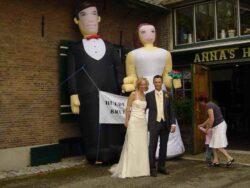 Bruidspaar Opblaasfiguren huren Alphen aan den Rijn
